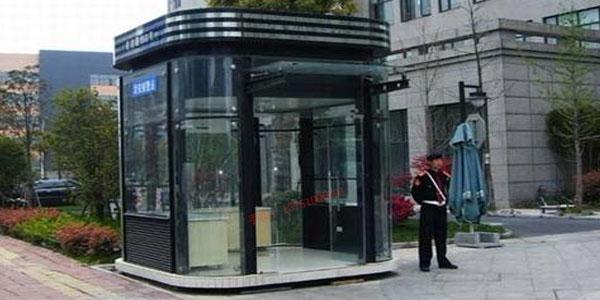 【深圳岗亭厂家】钢结构氟碳喷漆岗亭与不锈钢岗亭价格解析