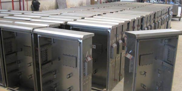 钣金加工不锈钢厂家【精致机柜】拥有不同类型的钣金加工和管材加工